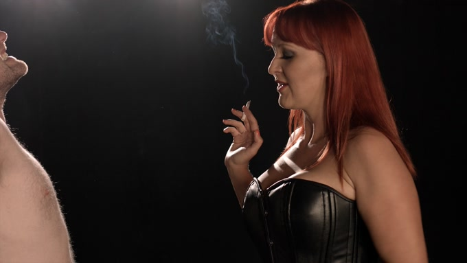 SmokingDomination - Mistress Amber - Leigh smokes her slave [FullHD 1080p]