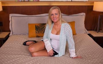 Erin (E315 / Single California mom does first porn / 27-05-2015) HD 720p