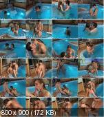 отдых с молодой любовницей в бассейне
