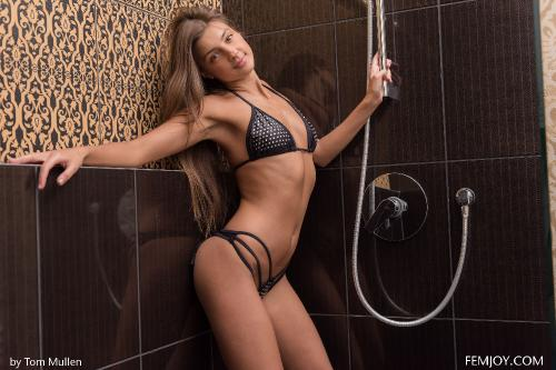2016-01-12 - Maria Rya - Hot Shower